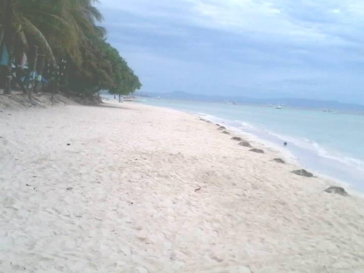 Dinaluan Beach Resort, white beaches